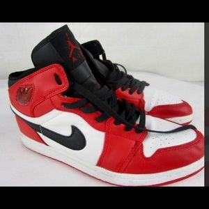 DS RED AND WHITE JORDAN RETRO 1- GREAT CONDITION